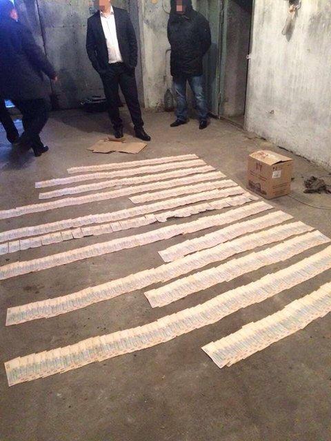 Заместитель прокурора Каховки попался на взятке в 300 тысяч - фото 24489