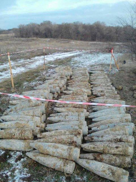 В зоне АТО найден тайник с 165 снарядами  - фото 24383