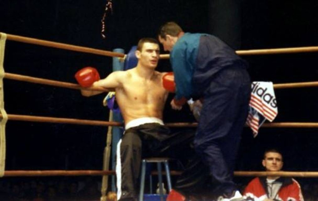 Кик-боксер в спортивках: в сети опубликовали фото молодого Кличко  - фото 24934