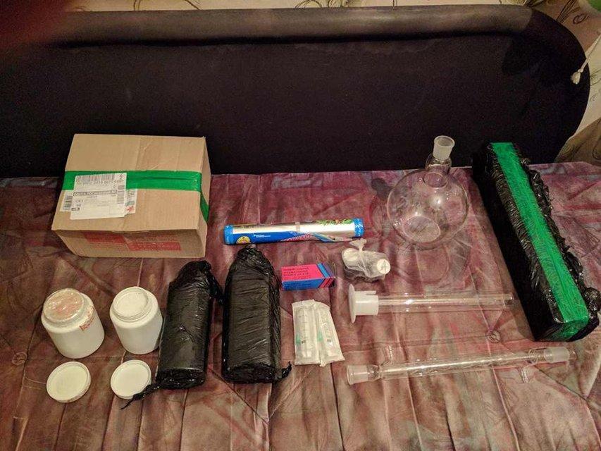 СБУ задержала двух мужчин, получавших по почте наркотики из ЕС   - фото 27372