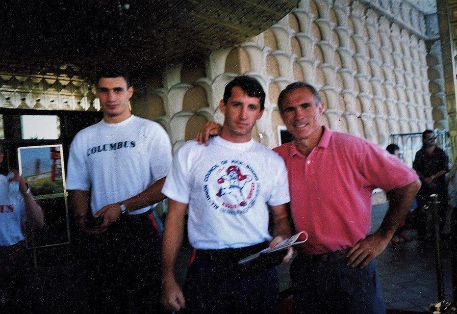Кик-боксер в спортивках: в сети опубликовали фото молодого Кличко  - фото 24941