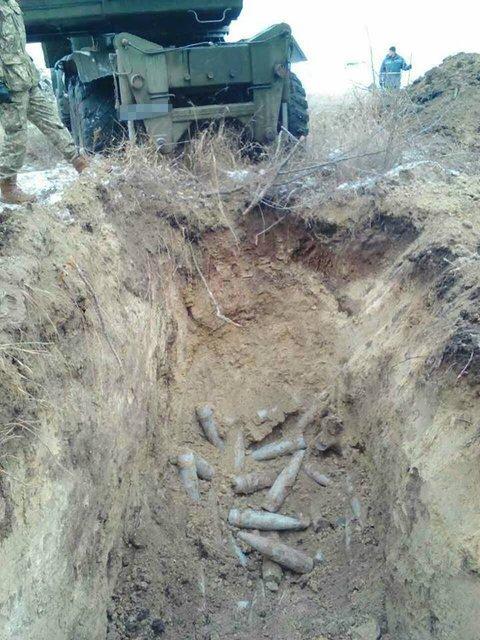 В зоне АТО найден тайник с 165 снарядами  - фото 24381