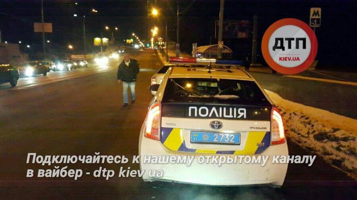 Масштабное ДТП в Киеве - Skoda сбил двоих детей на пешеходном переходе - фото 25342