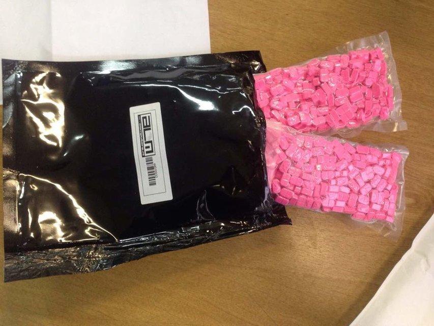 СБУ задержала двух мужчин, получавших по почте наркотики из ЕС   - фото 27373