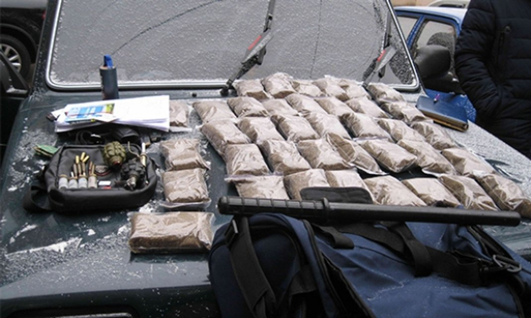 В Кривом Роге полиция обнаружила в авто почти 4кг марихуаны - фото 27829