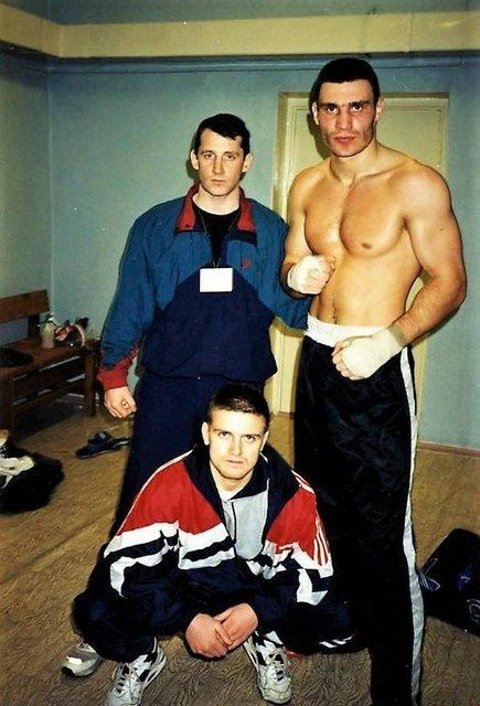 Кик-боксер в спортивках: в сети опубликовали фото молодого Кличко  - фото 24942