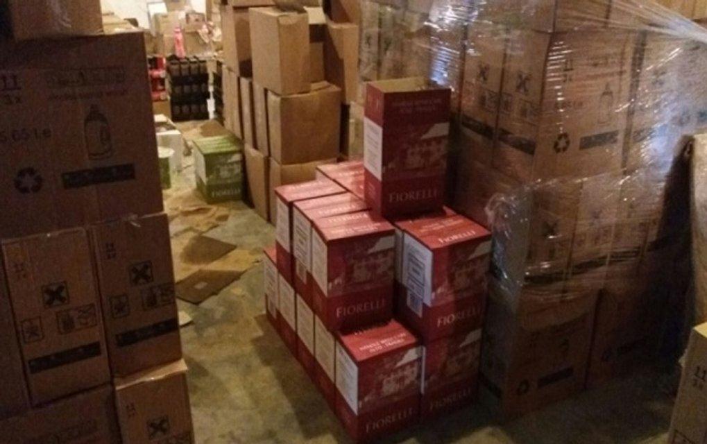 В Одессе разоблачили склады с поддельным заграничным алкоголем - фото 27708