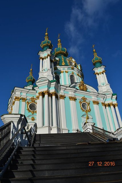 В Киеве завершили монтаж лестницы к Андреевской церкви - фото 28076