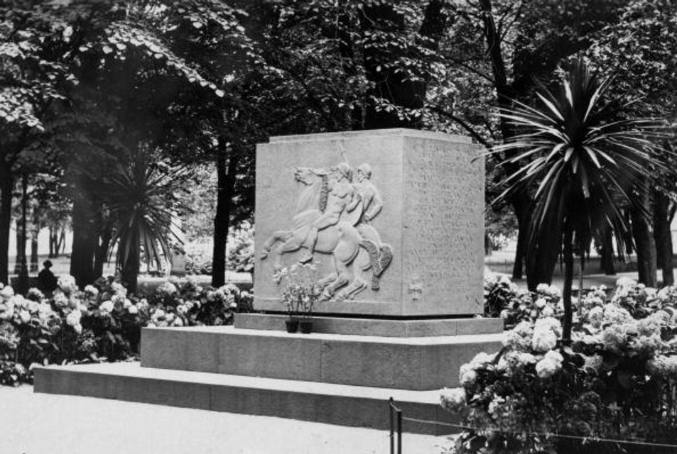 Монумент на честь загиблих у війні за Незалежність - фото 24757
