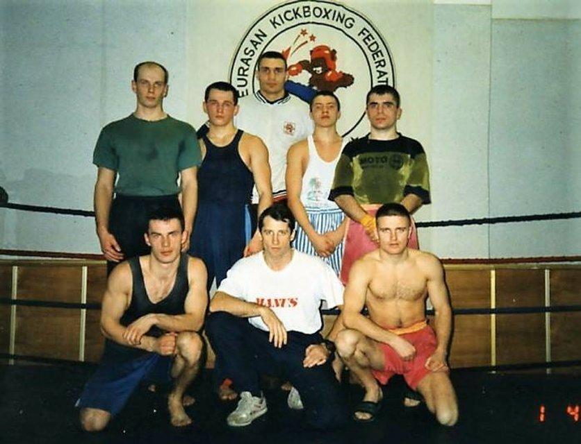 Кик-боксер в спортивках: в сети опубликовали фото молодого Кличко  - фото 24933