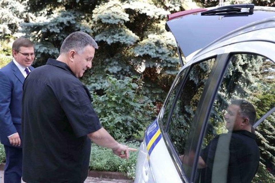 Аваков отдал миллиардный контракт на закупку полицейских джипов одногруппнику Бурбака - фото 24476