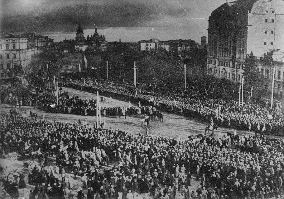 Софійська площа у Києві під час проголошення історичного Акта Соборності 22 січня 1919 року - фото 31111