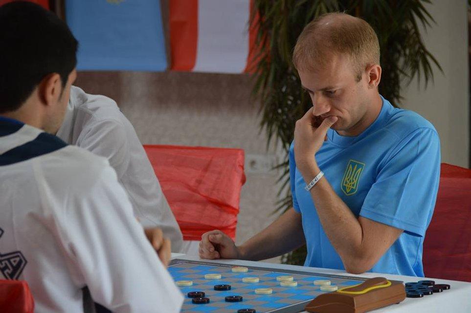 Чемпіон світу з шашок Юрій Анікєєв: Я був у чорній вишиванці, вони ще моєї білої не бачили - фото 32837