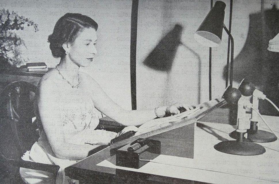 Эпоха Елизаветы. Королева Великобритании отмечает 65 лет правления на троне - ФОТО - фото 33283