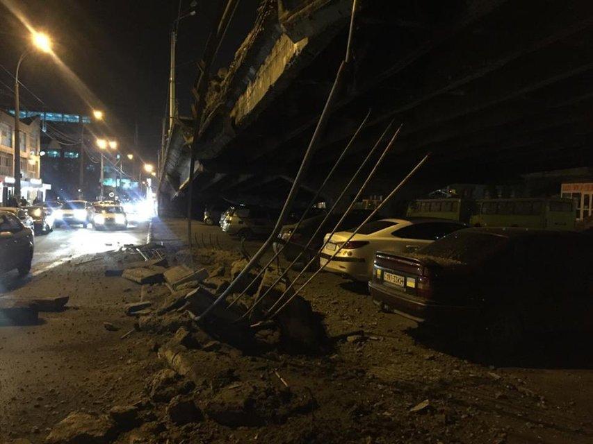 В Киеве частично обрушился Шулявский мост - фото 36232