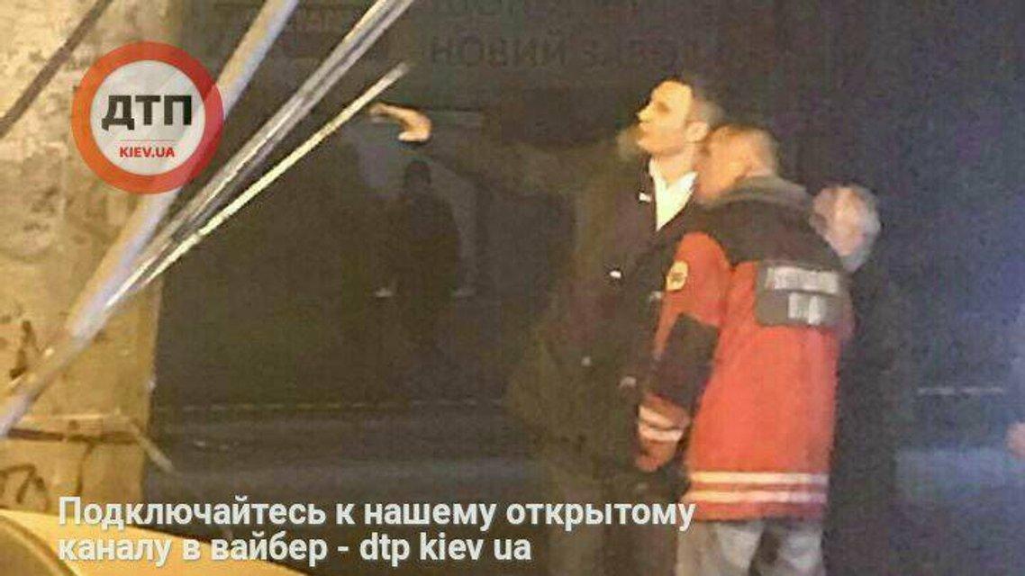 В Киеве частично обрушился Шулявский мост - фото 36242