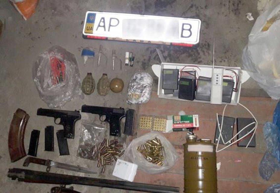 В Запорожье полиция изъяла у членов ОПГ оружие и наркотики на 20 млн грн - фото 32570