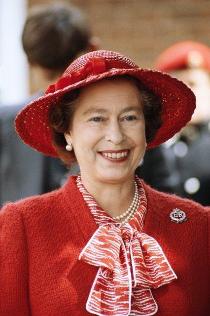 Эпоха Елизаветы. Королева Великобритании отмечает 65 лет правления на троне - ФОТО - фото 33287
