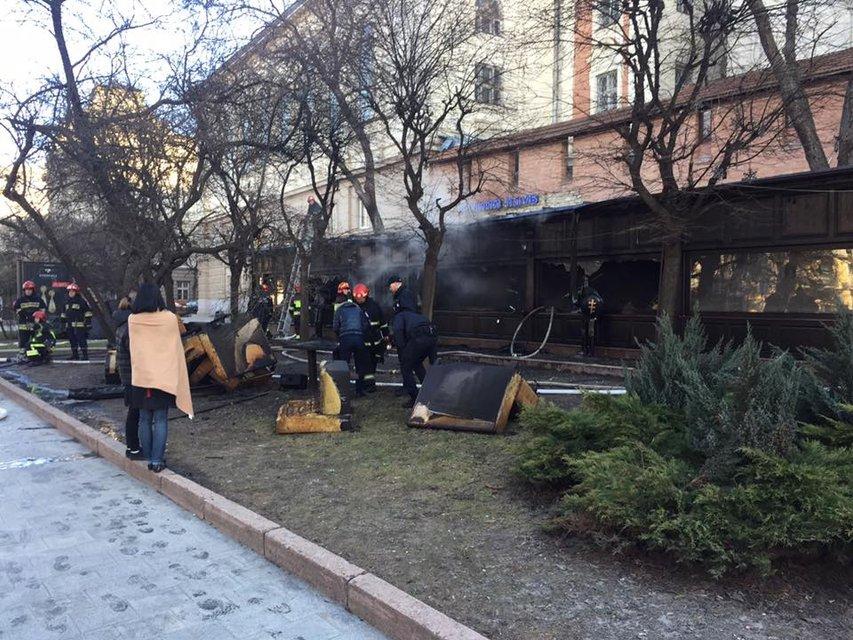 Во Львове возник пожар сразу в двух ресторанах - фото 35969
