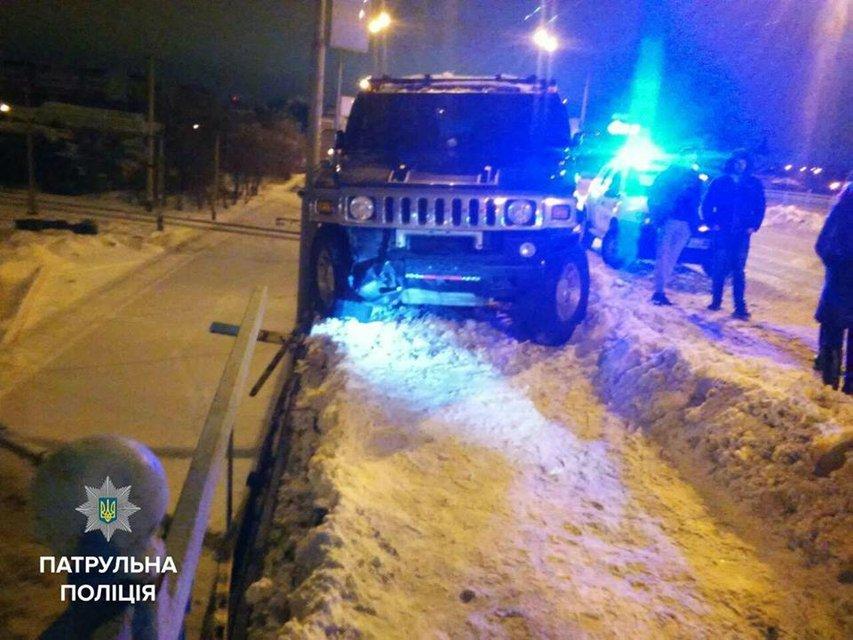 В Ровно патрульные задержали 16-летнюю угонщицу Hummer - фото 34418