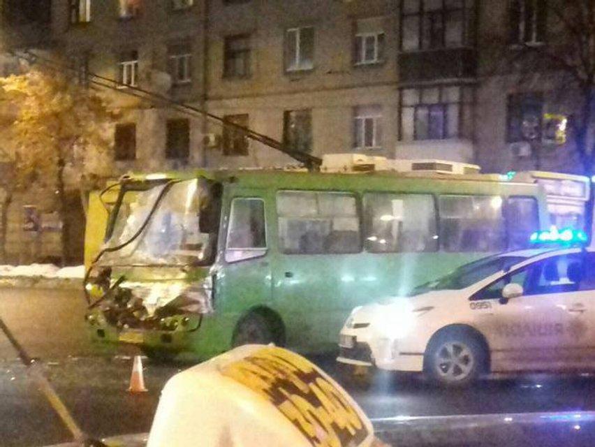 В Харькове произошло ДТП с участием двух БТР - фото 34115