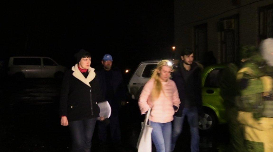 Савченко увиделась с украинскими пленными в оккупированном Донецке - фото 35947