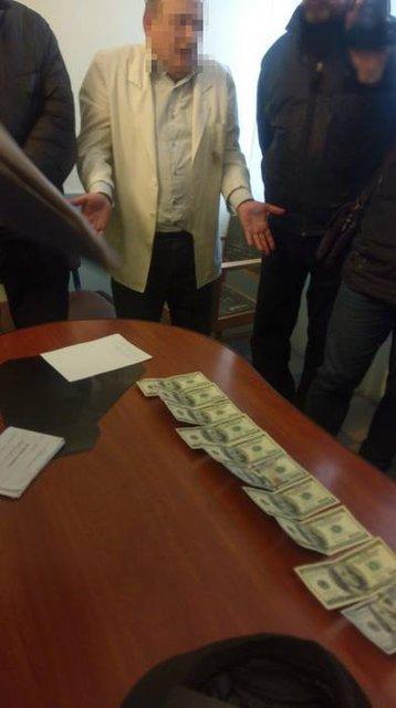 Во Львове СБУ задержала на взятке врача Академии сухопутных войск - фото 35849