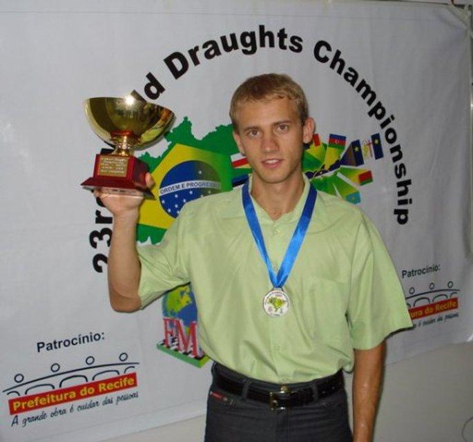 Чемпіон світу з шашок Юрій Анікєєв: Я був у чорній вишиванці, вони ще моєї білої не бачили - фото 32840