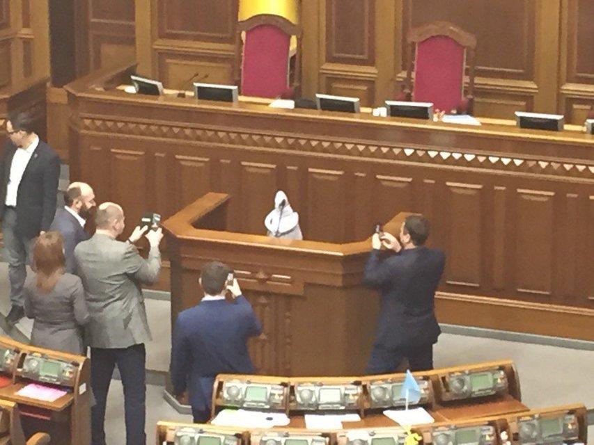 Ждун пришел в Раду, а депутаты - нет - фото 35847