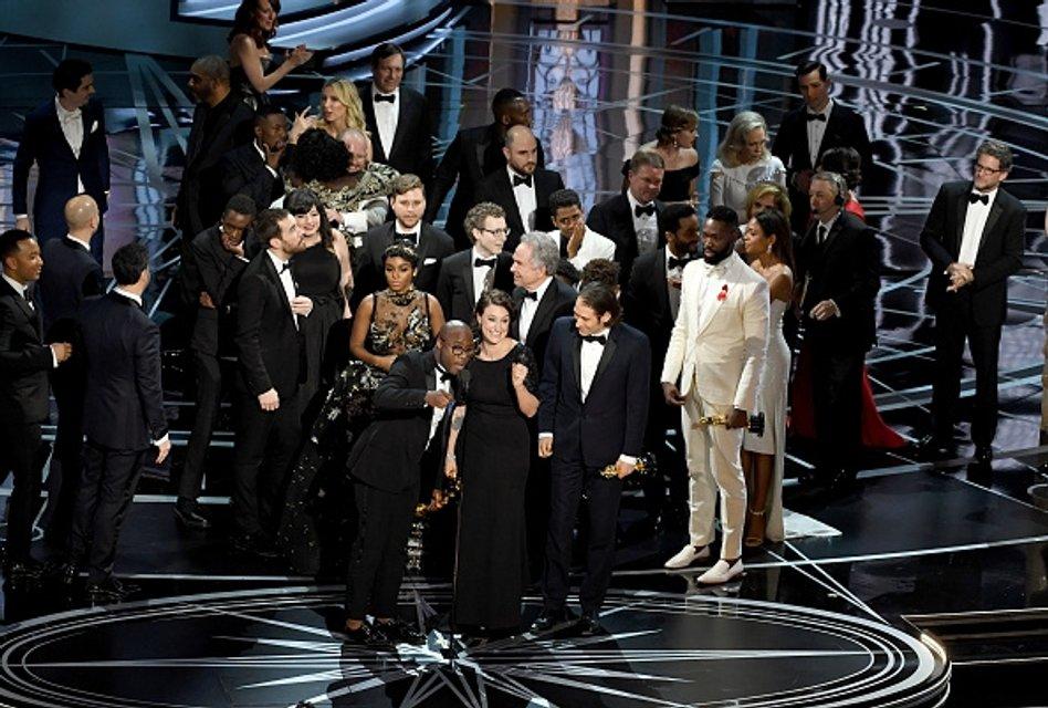 """В Голливуде со второй попытки назвали обладателя """"Оскара-2017"""" за лучший фильм - фото 36122"""