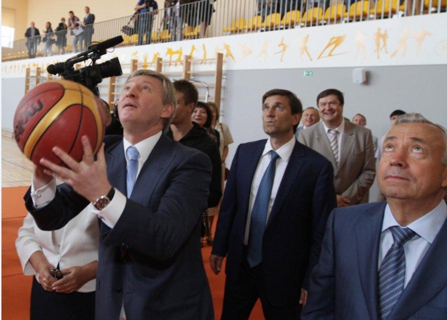 Сіамські близнюки. Як поріднились українські спорт і політика - фото 36049
