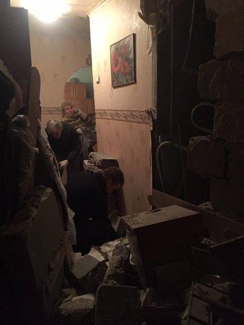"""Боевики """"ДНР"""" нанесли артудар по жилым районам Авдеевки, один человек погиб - фото 34698"""
