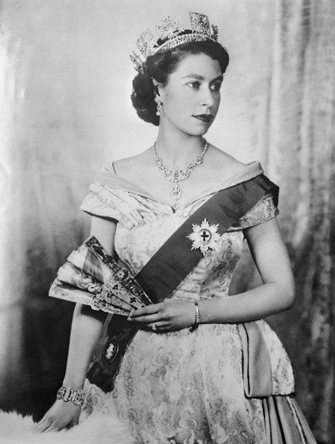 Эпоха Елизаветы. Королева Великобритании отмечает 65 лет правления на троне - ФОТО - фото 33285