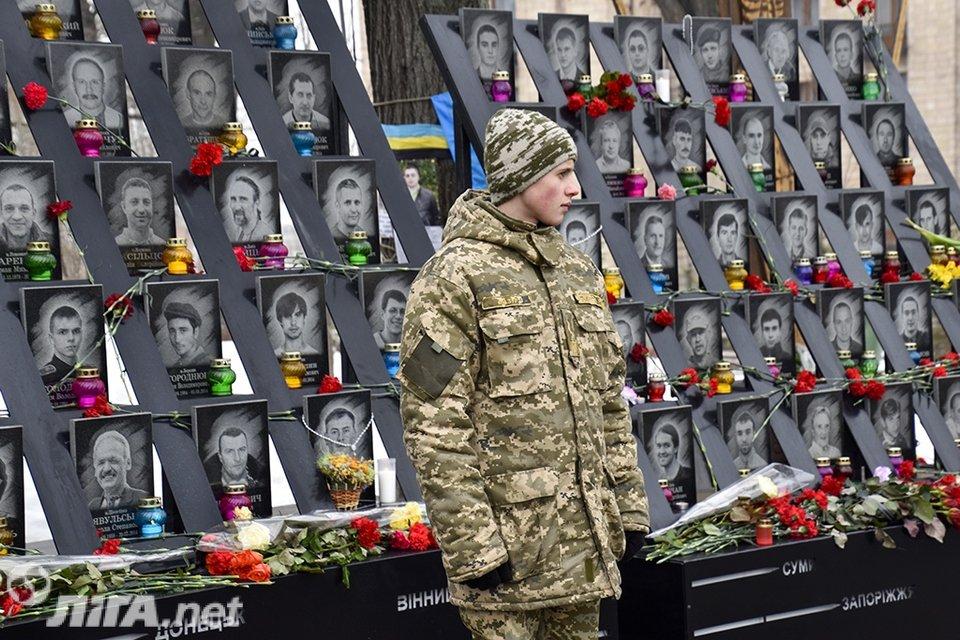В Киеве почтили память Героев Небесной Сотни - фото 34977