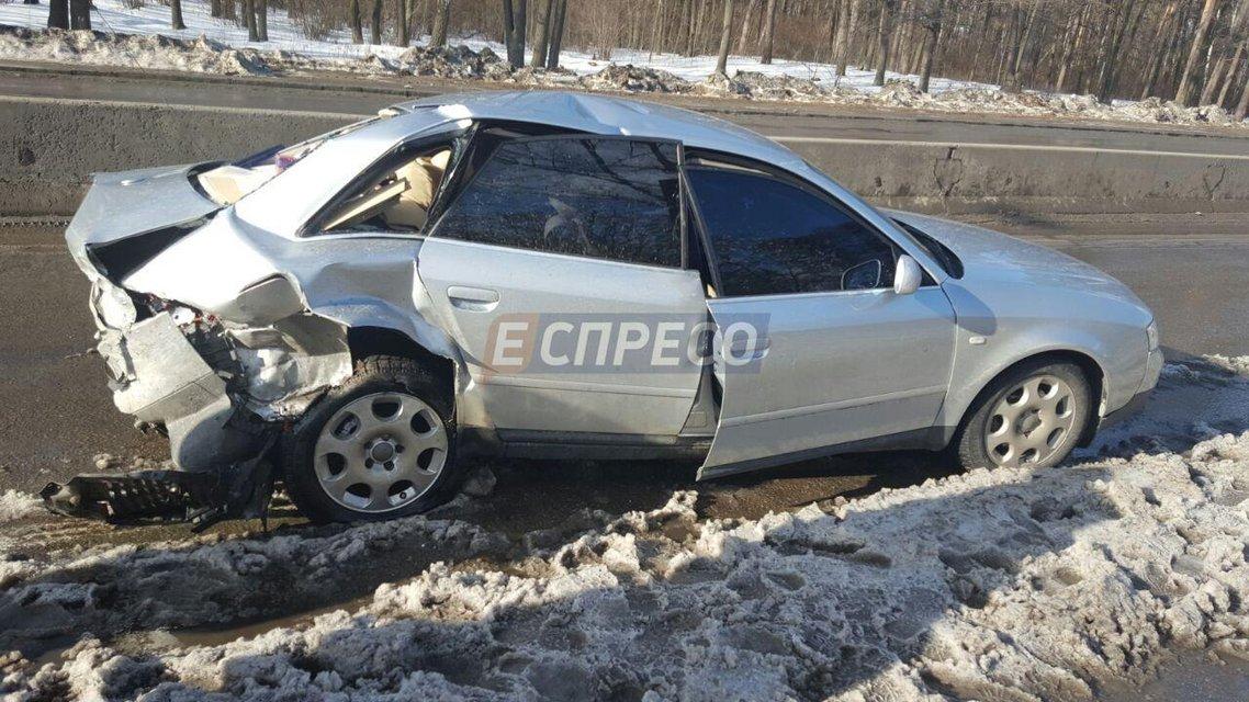 Масштабное ДТП в Киеве - из-за снега столкнулись три автомобиля, пострадало 6 человек - фото 35073