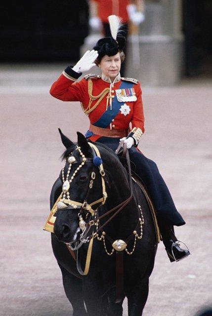 Эпоха Елизаветы. Королева Великобритании отмечает 65 лет правления на троне - ФОТО - фото 33284
