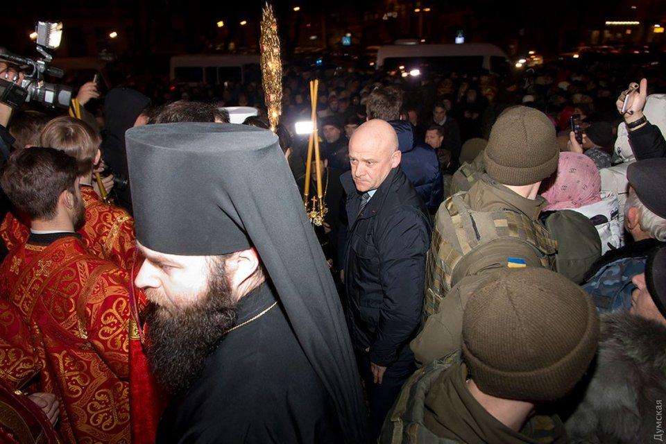 Геннадий Труханов в первой волне очереди - фото 33172