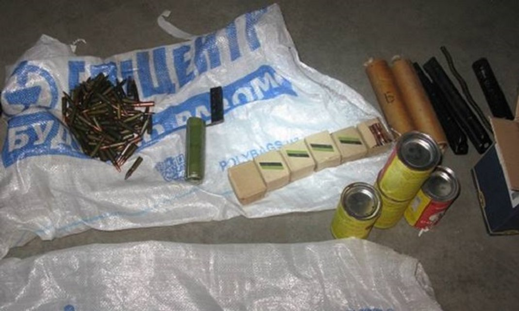 В Киеве обнаружен подпольный арсенал с оружием и боеприпасами - фото 33008