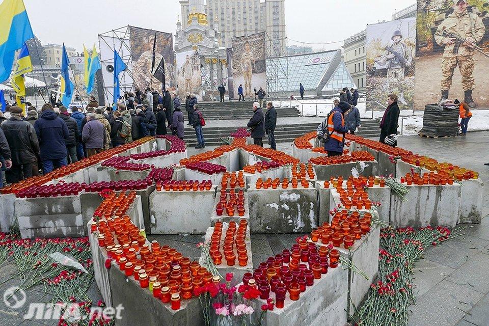 В Киеве почтили память Героев Небесной Сотни - фото 34981