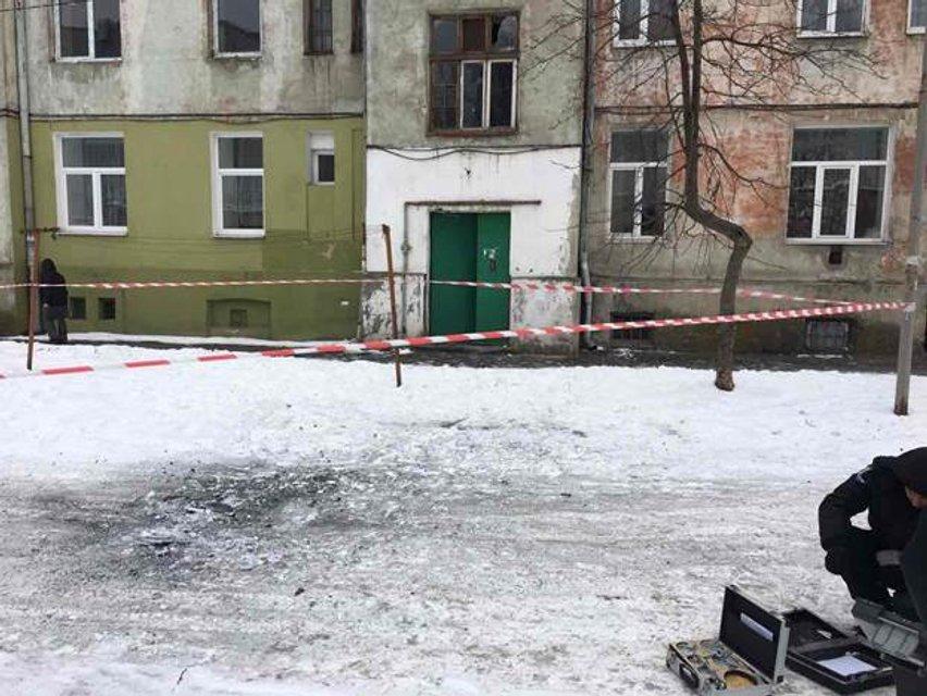 Во Львове возле пригородного вокзала взорвалась граната - фото 34063
