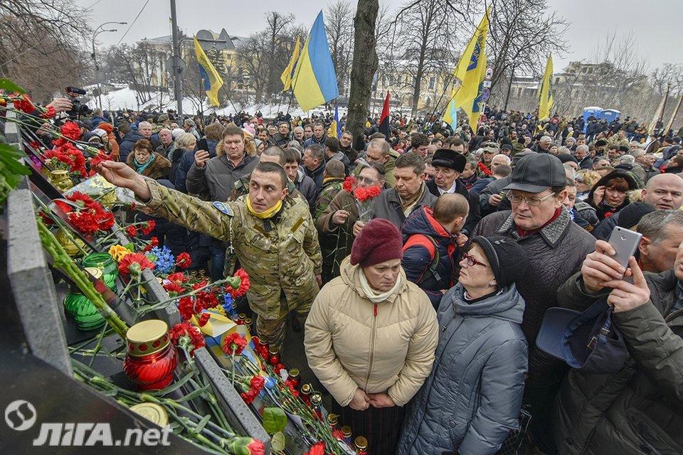 В Киеве почтили память Героев Небесной Сотни - фото 34980