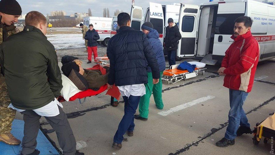 В Одессу доставили 13 солдат, раненых в боях за Авдеевку  - фото 32519