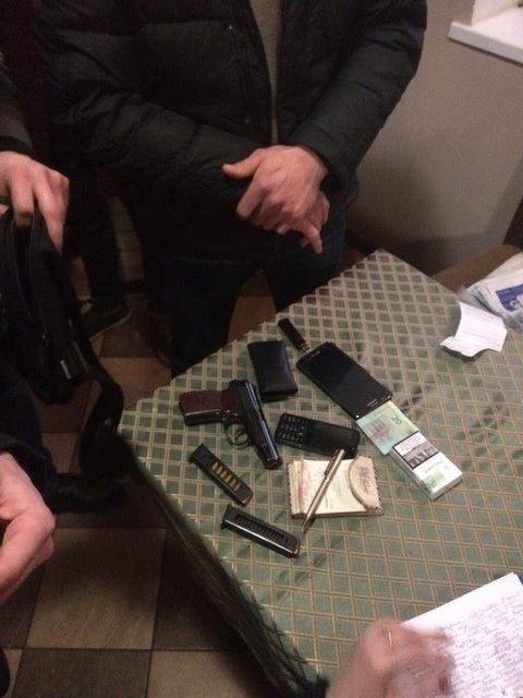 СБУ заблокировала канал контрабанды незаконно добытого янтаря, задержаны 10 человек - фото 35474