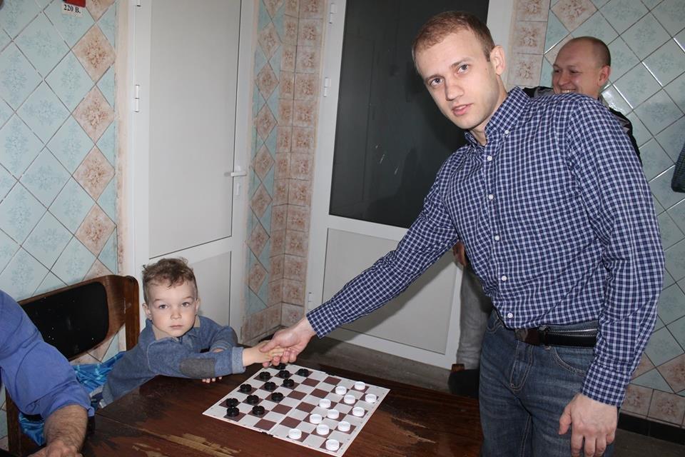 Чемпіон світу з шашок Юрій Анікєєв: Я був у чорній вишиванці, вони ще моєї білої не бачили - фото 32836