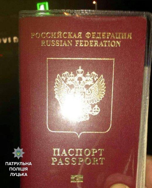 В Луцке полиция обнаружила у пьяного водителя BMW два российских паспорта - фото 35291