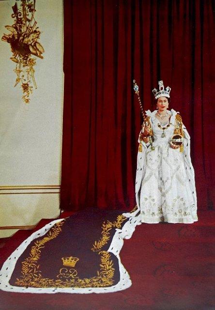 Эпоха Елизаветы. Королева Великобритании отмечает 65 лет правления на троне - ФОТО - фото 33286