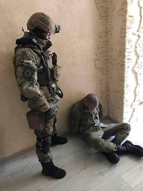 КОРД задержал вооруженного мужчину, угрожавшего взорвать многоэтажный дом - фото 34271