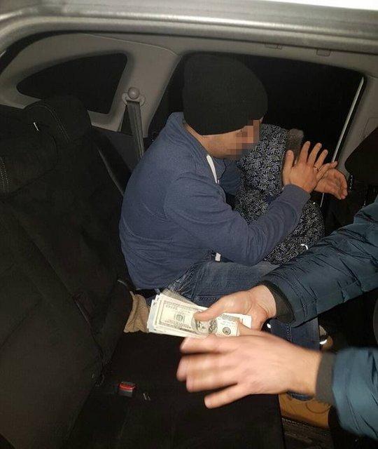СБУ задержала на взятке в $5 тысяч помощника нардепа - фото 35158