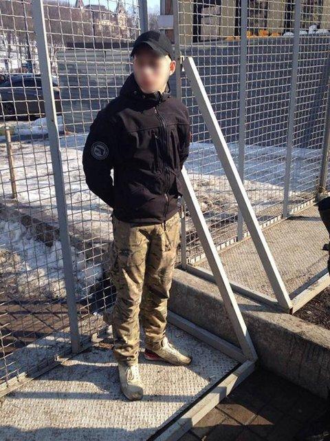 В центре Киева полиция задержала парня с гранатой - фото 35189