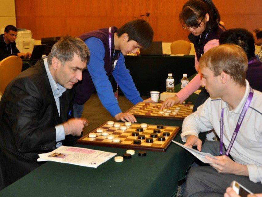 Чемпіон світу з шашок Юрій Анікєєв: Я був у чорній вишиванці, вони ще моєї білої не бачили - фото 32835